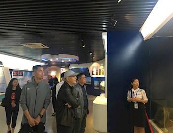 空装工管局孙强副局长、中国人民解放军5719厂张铀厂长莅临校史馆参观
